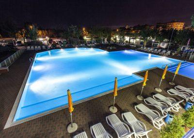 Campeggio TreDue: la piscina in notturna